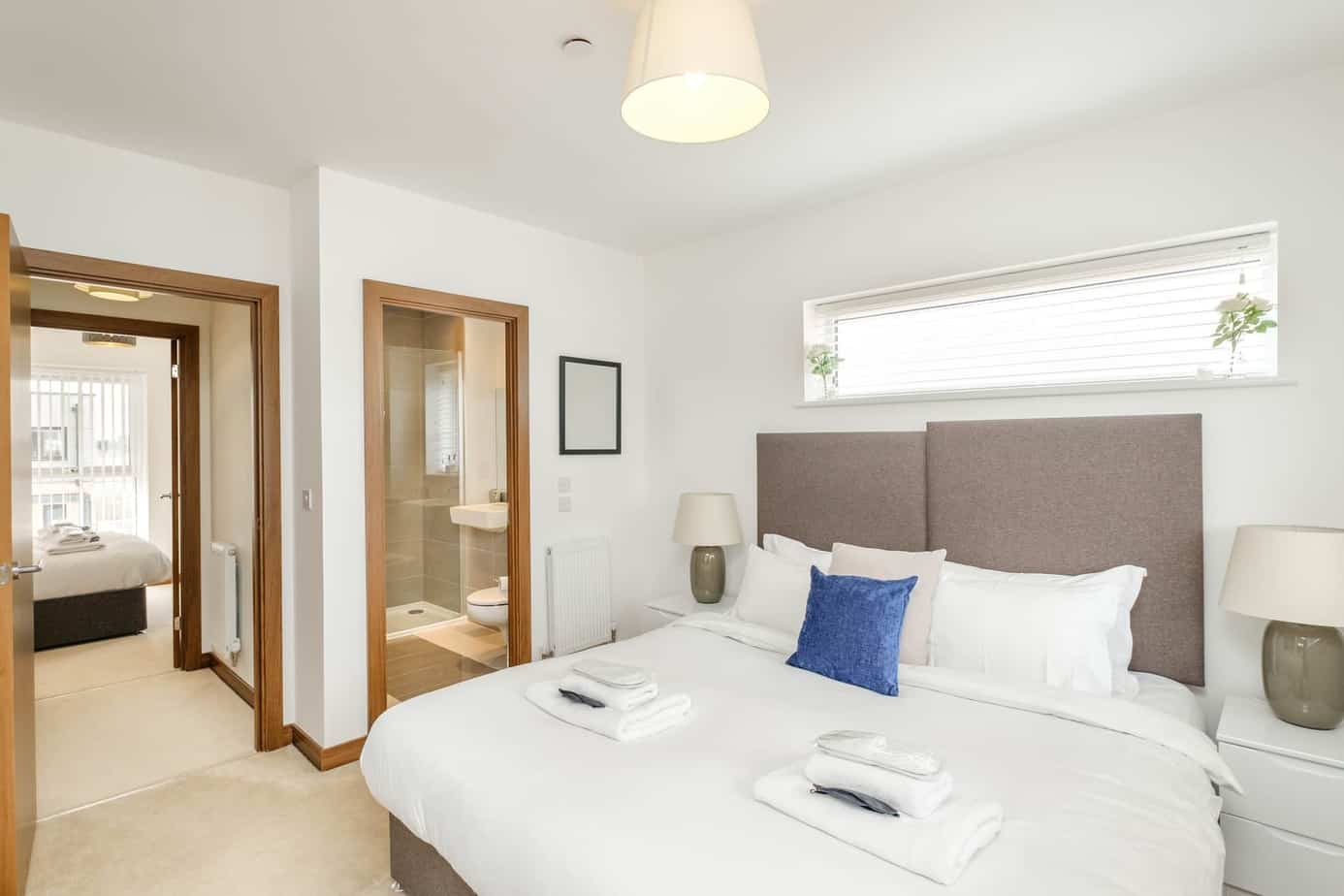 Tailored Stays grand central cambridge serviced apartment master bedroon with ensuite with ability to be twin beds