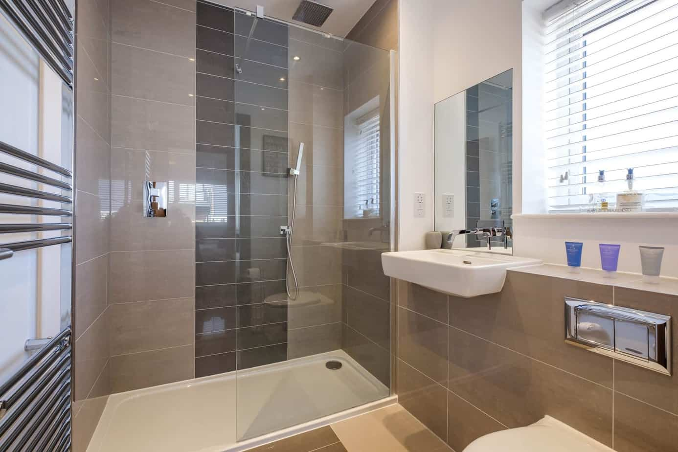 Tailored Stays grand central cambridge serviced apartment master bathroom