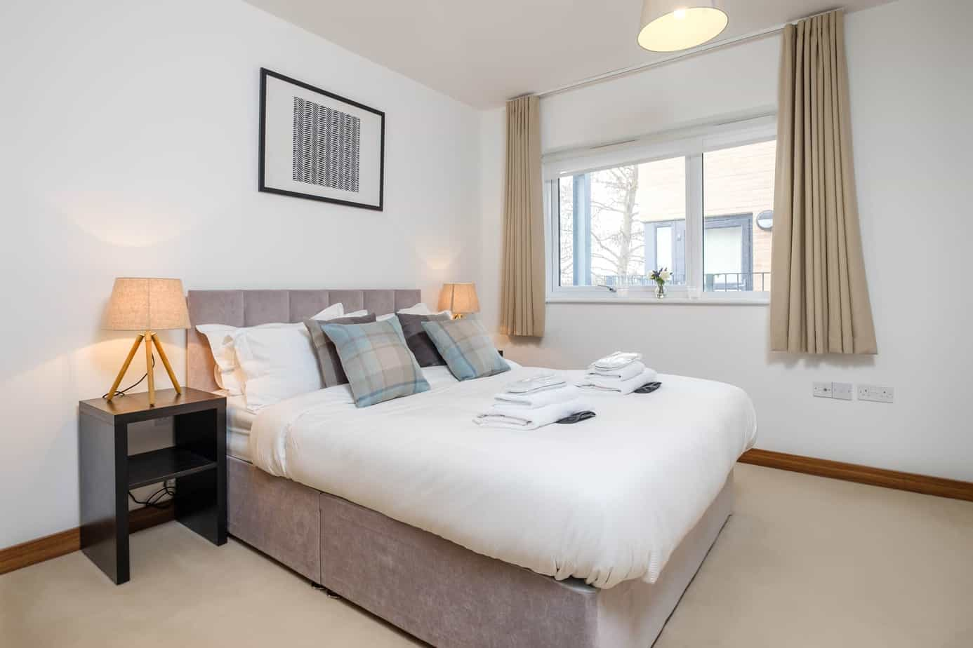 Flamsteed Duplex Serviced Apartment  master bedroom with egyptian cotton bedding