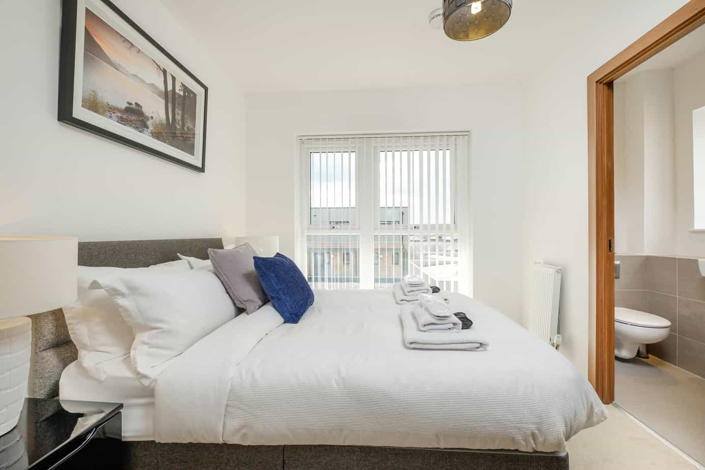Tailored Stays grand central cambridge serviced apartment second bedroon with ensuite