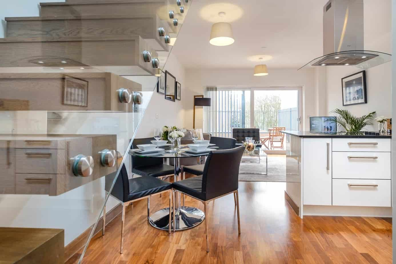 Tailored Stays Flamsteed serviced apartment open plan living and dining area