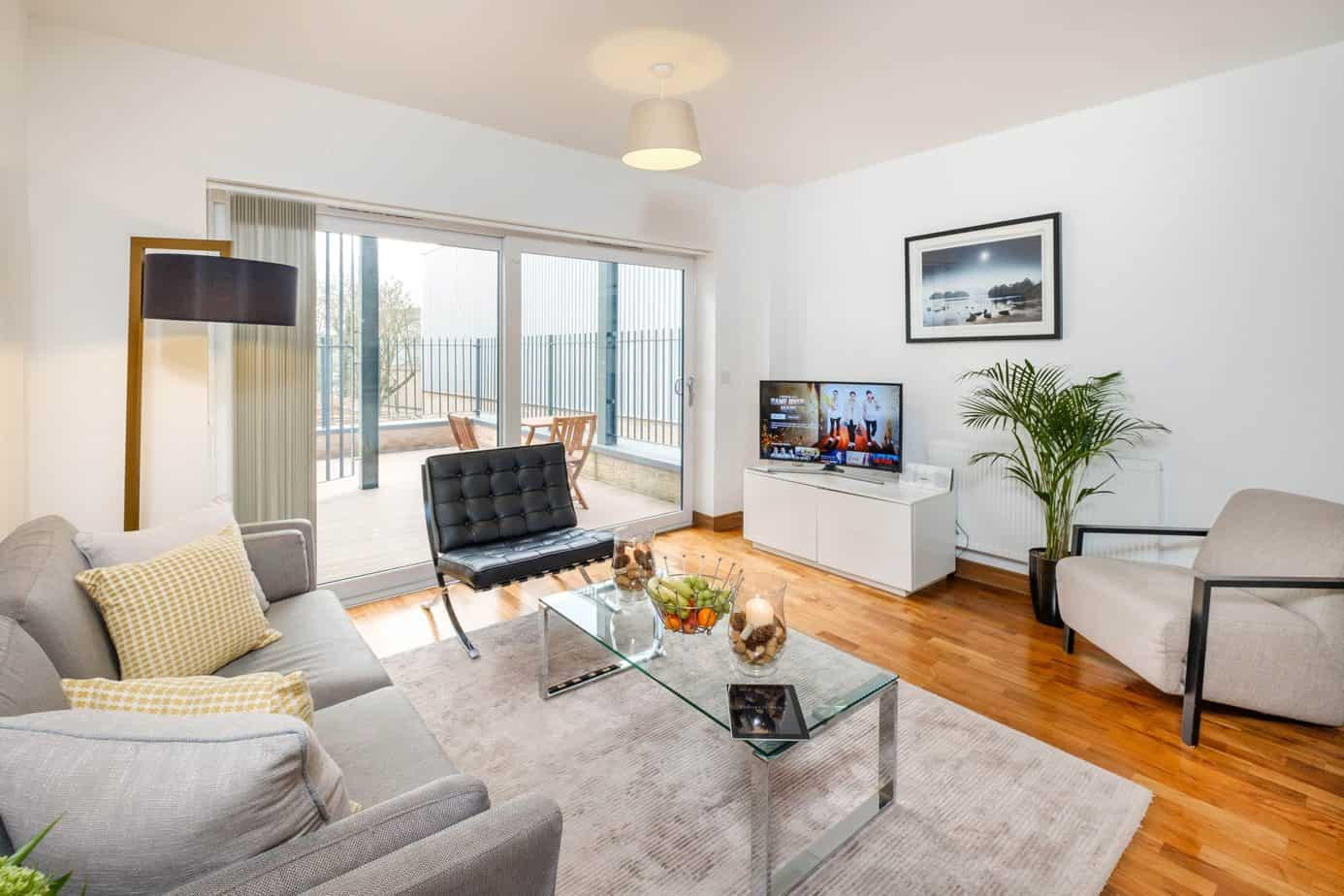 Tailored Stays Flamsteed serviced apartment livingroom